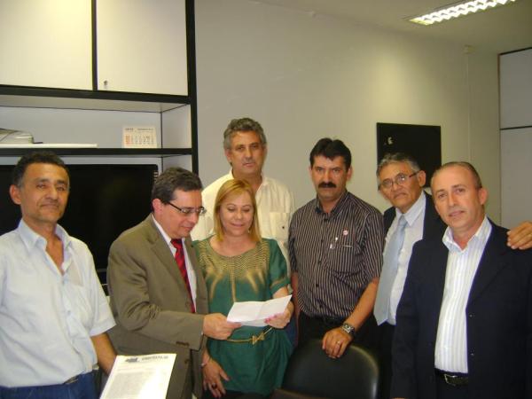 7e1de5371 A presidente da CNTV-CUT, Cida Trajano, e seu vice, João Batista,  reuniram-se nesta quarta-feira, 5 de dezembro, com o Secretário de  Organização de ...